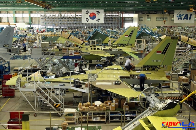 한국항공우주산업(KAI) 사천 공장에서 F/A-50 전투기들이 조립되고 있다. F-16(+)급의 성능을 가진 KFX를 우리 기술진이 개발중에 있으며 2020년대 중반에 전력화될 예정이다. 군비증강은 북한의 몰락을 촉진하고 중국과 러시아의 군사적 위협으로부터 주권을 지키는 것은 물론 방위산업을 신성장 동력으로 육성할 수 있기에 우리 국민들이 군비증강에 대해서 두려워할 필요는 없다. 첨단 군사기술이 개발되면 민간분야로 전이되어 산업경쟁력 및 수출경쟁력을 향상시킨다. 미국은 국방산업에 막대한 예산투자를 통해서 국가안보를 지키고 과학기술의 우위를 확보하고 있다.