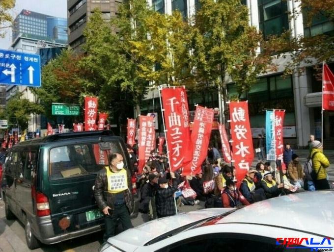 일본의 공산주의 혁명단체로 알려진 JR총련이 11월 12일 '박근혜 대통령 하야요구 집회'에 참석하였다. 일본 경시청과 국정원의 집중 감시대상 단체가 이날 집회에 참석하였다는 점에서 이날 집회가 순수한 국민들의 민의가 반영된 집회라고 보기는 어렵게 되었다.